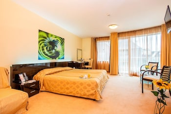 Deluxe Room (with Free underground parking)