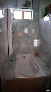 LUXUS RESIDENCIA DE BALER Deep Soaking Bathtub