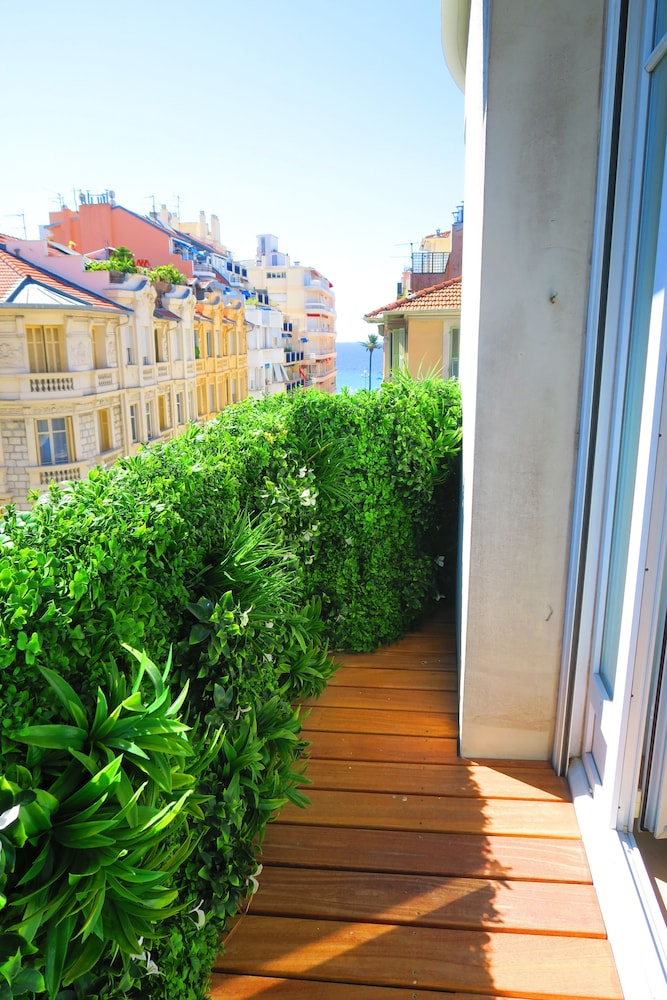 """La Rotonde Terrasse"" by Nestor&Jeeves"