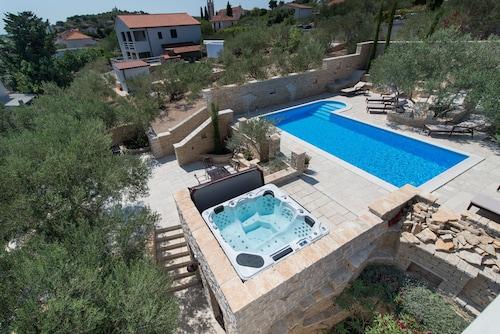 Villa Mediterranean Garden, Murter