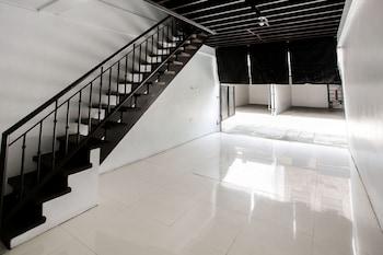 OYO 231 HAYVENHURST HOTEL Staircase