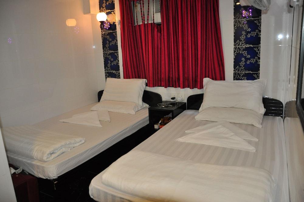 https://i.travelapi.com/hotels/21000000/20290000/20288300/20288224/1f48922b_z.jpg