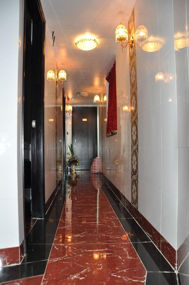 https://i.travelapi.com/hotels/21000000/20290000/20288300/20288224/9012a55e_z.jpg