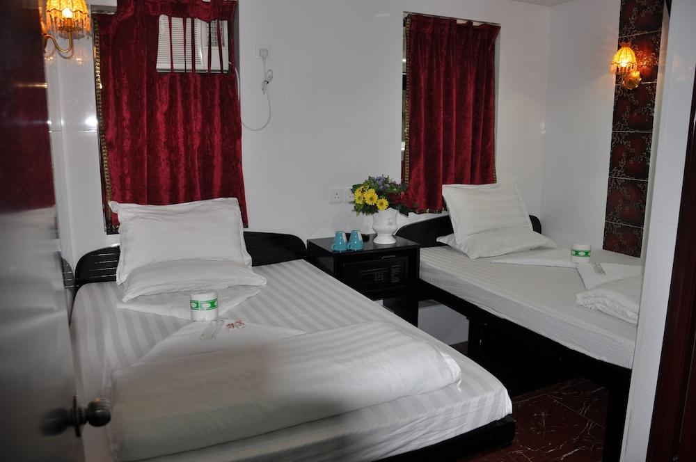 https://i.travelapi.com/hotels/21000000/20290000/20288300/20288224/e5d7723f_z.jpg