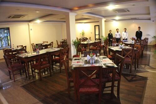 Hotel Sneha, Bheri