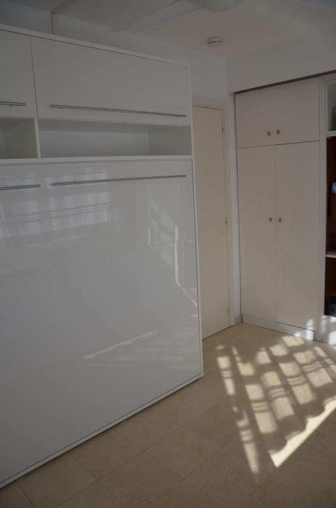 FAME - Marina baie des Anges - Studio Apartments