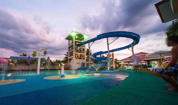 CML BEACH RESORT & WATER PARK Waterslide