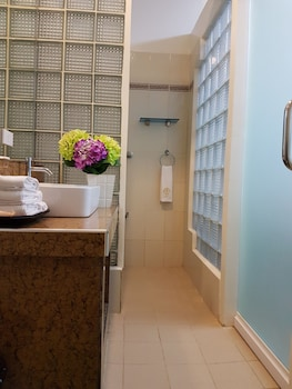 CML BEACH RESORT & WATER PARK Bathroom