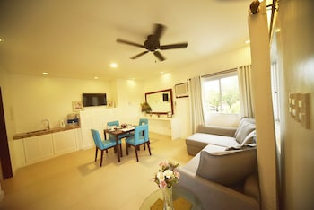 CML BEACH RESORT & WATER PARK Living Area