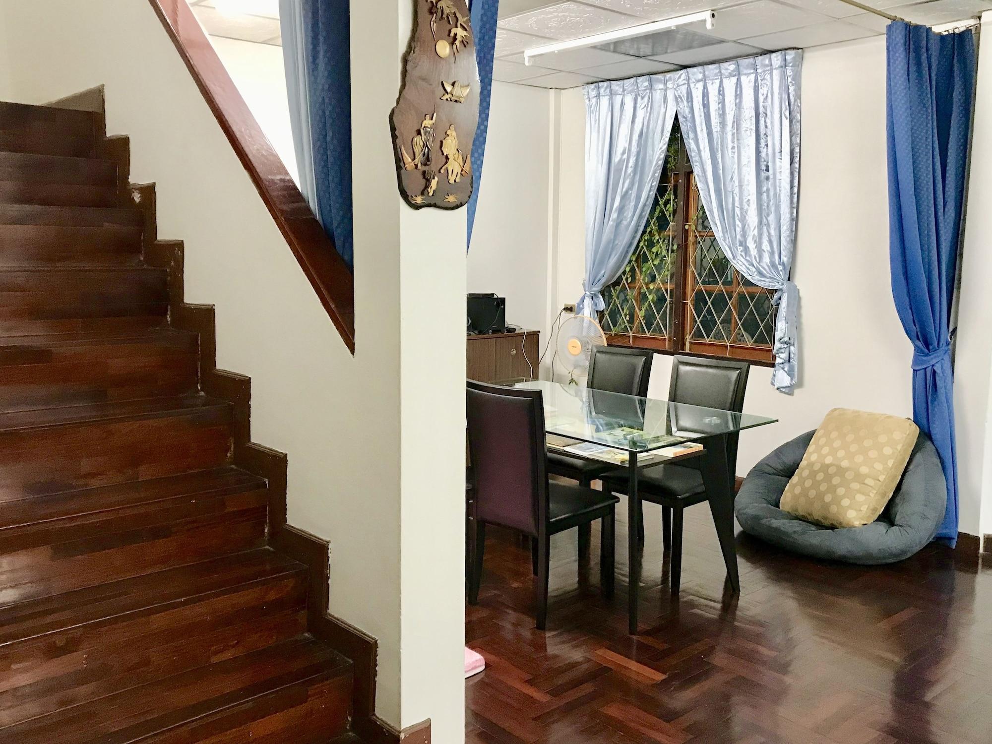 Sira's House, Din Dang