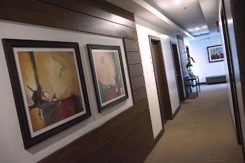 IRONWOOD HOTEL Hallway