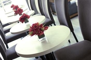 IRONWOOD HOTEL Cafe