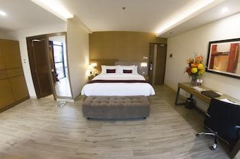 IRONWOOD HOTEL Room