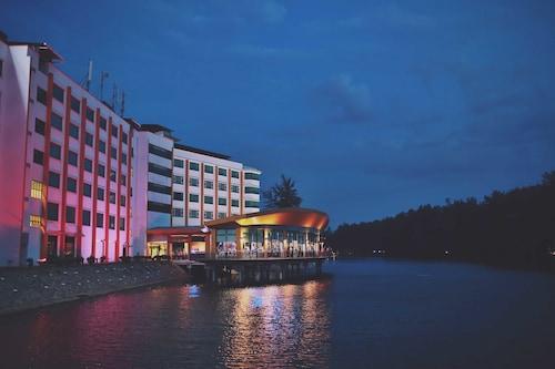 . The Regency Waterfront Hotel