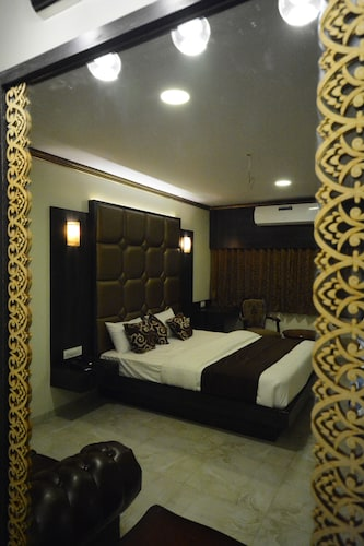 HOTEL 24 SEVEN, Nashik