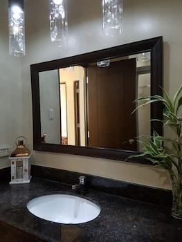 N602 OUTLOOK RIDGE RESIDENCES Bathroom Sink