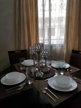 N602 OUTLOOK RIDGE RESIDENCES In-Room Dining