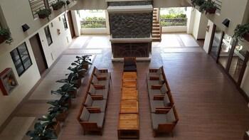 N603 OUTLOOK RIDGE RESIDENCES Lobby Sitting Area