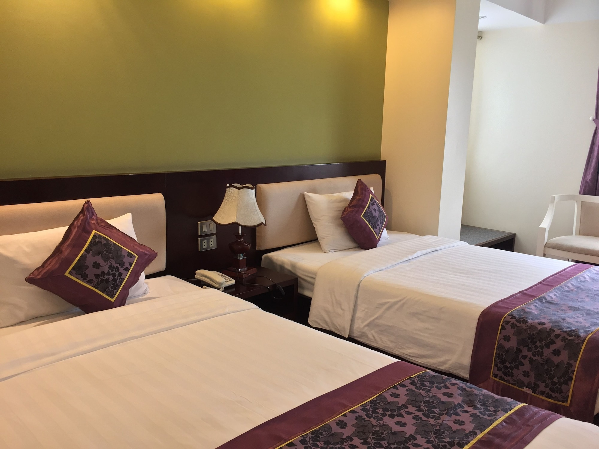 Golden Lotus Halong Hotel, Hạ Long