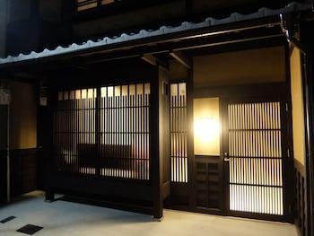 REIKAKU YASAKA Property Entrance