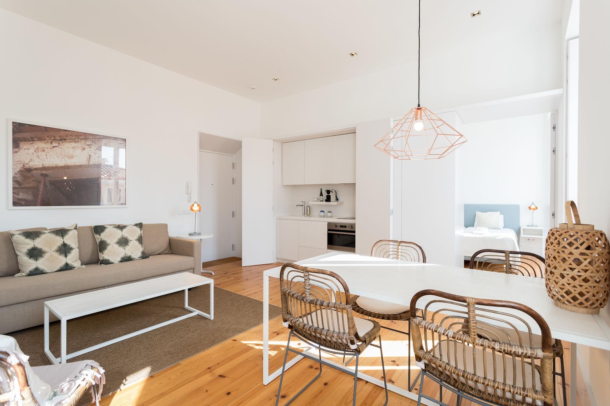 Chiado Studio and One-Bedroom Apartment - by LU Holidays, Lisboa