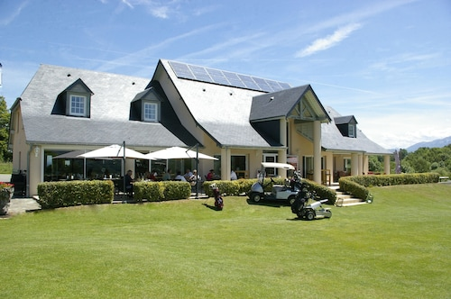 . Domaine du Golf Country Club de Bigorre