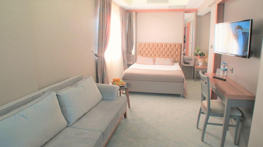 Enerji Hotel
