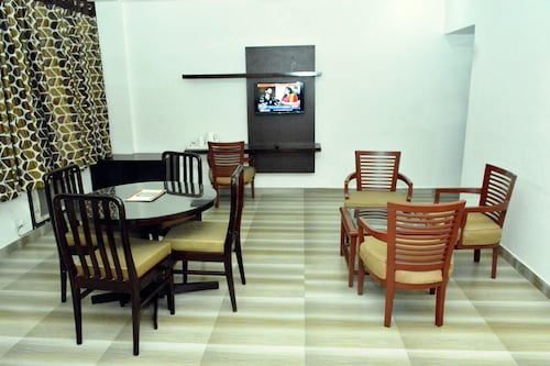 Hotel Ambica, Reasi
