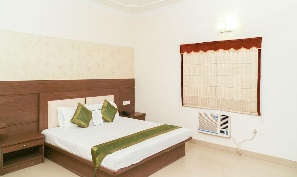 Treebo Maniram Palace