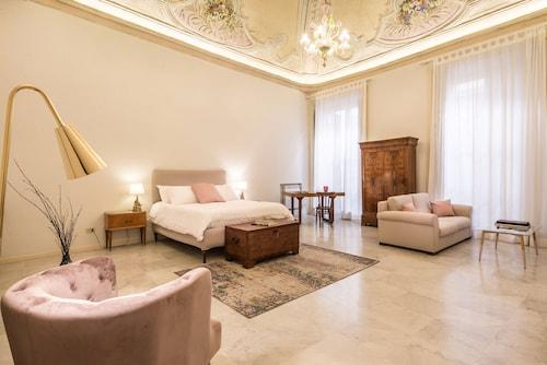 . Casa degli Affreschi Palazzo Lungarini