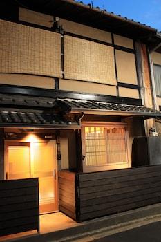 KYOTO MACHIYA KICHIATSUSE UMEKOJI Front of Property - Evening/Night