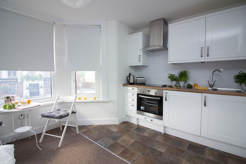 Diamond - Beddoe Apartment 3, Hampshire