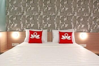 Hotel - ZEN Premium Sampoerna Strategic Square