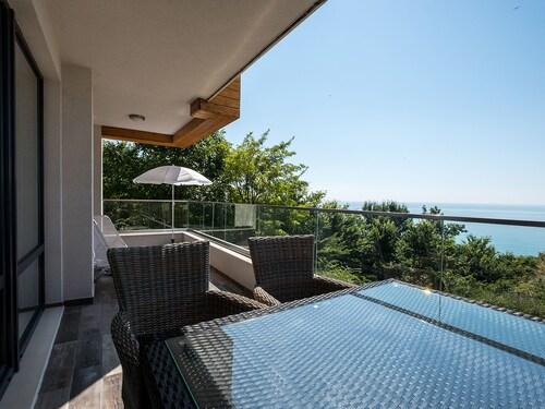 . Gliko Seaside Residence