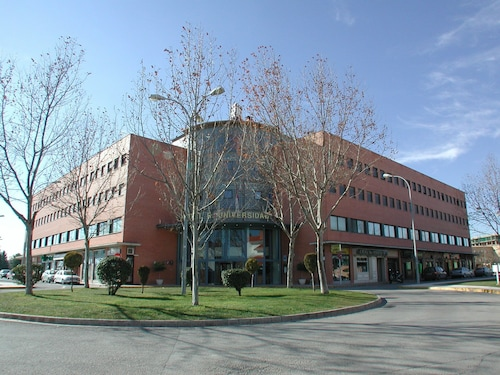 . Hotel Universidad