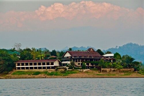 . Pornpailin Riverside Resort