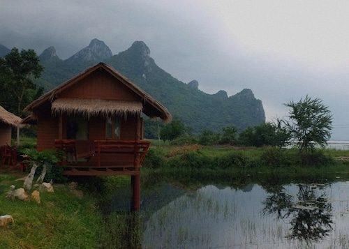 Lung Cha Homestay, K. Sam Roi Yot