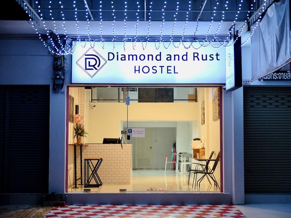 ダイアモンド & ラスト ホステル