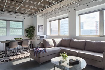 Vibrant 2BR in C.B.D. by Sonder photo