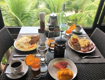ISLAND VIEW BEACHFRONT RESORT Breakfast Meal