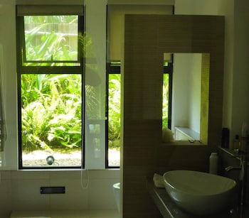 ISLAND VIEW BEACHFRONT RESORT Bathroom