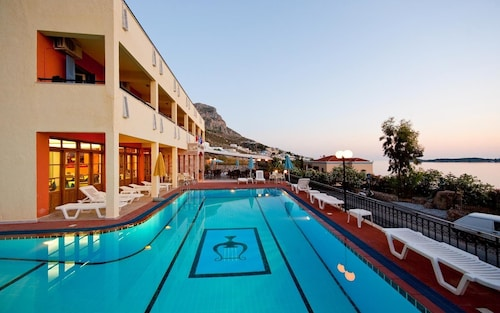 . Philoxenia Hotel