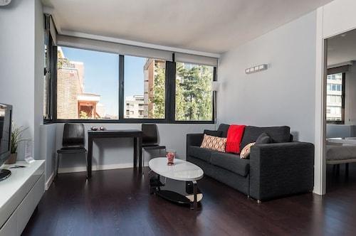 Roomspace Plaza Castilla Apartments, Madrid