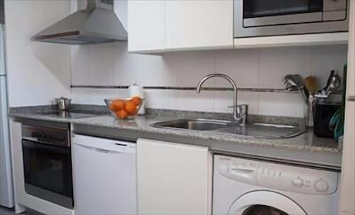 Roomspace Las Tablas Azofra Apartments, Madrid