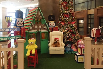 HI HOME AT THE KNIGHTSBRIDGE RESIDENCES Children's Play Area - Indoor