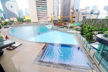 HI HOME AT THE KNIGHTSBRIDGE RESIDENCES Outdoor Pool