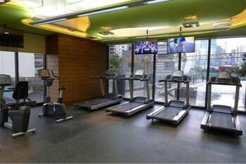 HI HOME AT THE KNIGHTSBRIDGE RESIDENCES Gym