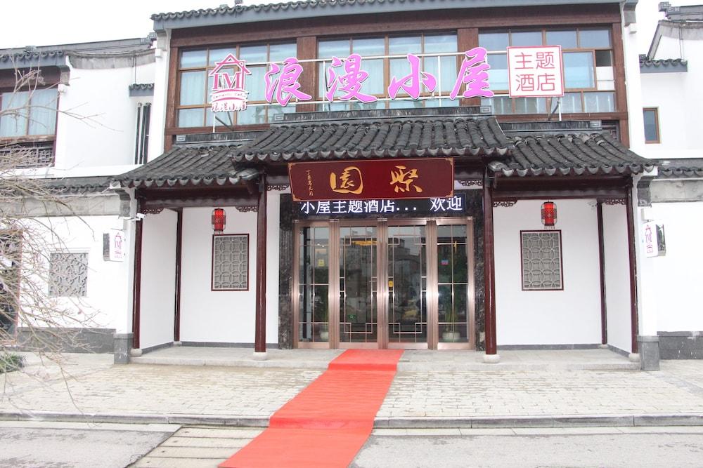 Suzhou Romantic Cabin Panmen