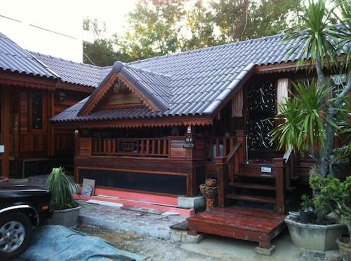 Rachaphruk Resort, Muang Lop Buri