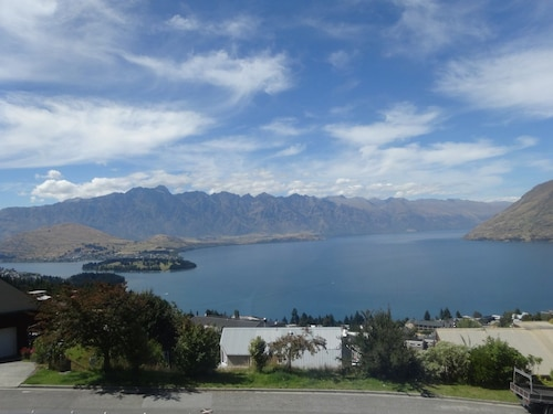 Panoramic Views on Greenstone Place, Queenstown-Lakes